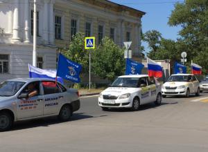 Казаки и духовенство встретили участников крупного автопробега в Новочеркасске