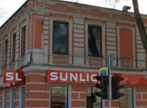 В Новочеркасске реклама ювелирного магазина портит культурное наследие региона
