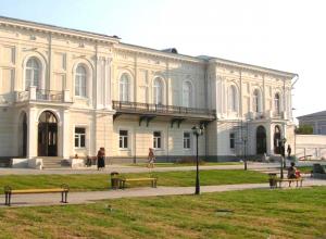 Атаманский дворец в Новочеркасске получит новые ворота и ограждения