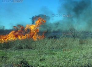 Бушующее пламя едва не поглотило газо-распределительную подстанцию в Новочеркасске