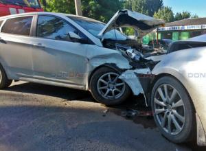 Невнимательный водитель устроил двойное ДТП в Новочеркасске