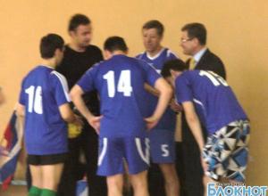 Администрация и городская Дума Новочеркасска вышли биться на футбольное поле