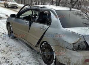 Скользкая дорога и пень на обочине отправили в больницу водителя иномарки в Новочеркасске