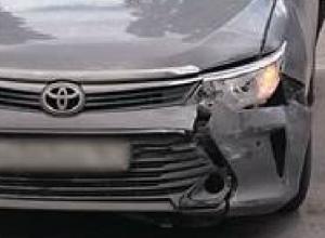 Toyota столкнулась с автобусом на встречке из-за лихача на ВАЗе в Новочеркасске