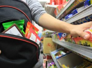 Двое мужчин обокрали супермаркет на 15 тысяч рублей в Новочеркасске