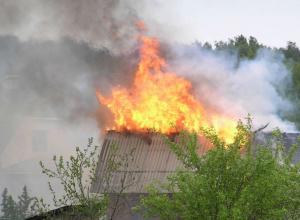 13 минут тушили огнеборцы объятую пламенем дачу под Новочеркасском