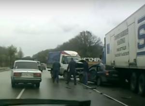 Серьезная авария с пострадавшей автоледи на выезде из Новочеркасска попала на видео