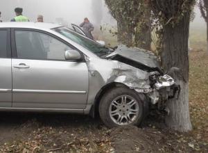 В Новочеркасске «Тойота» протаранила стоящие на светофоре машины