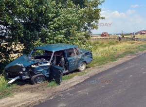 Не поделившие перекресток под Новочеркасском водители попали в больницу