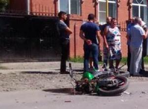«Газель» сбила мотоцикл при развороте в станице Кривянской под Новочеркасском