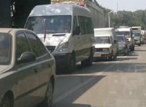 «Притерший» легковушку на спуске Герцена автобус заблокировал главную транспортную артерию Новочеркасска