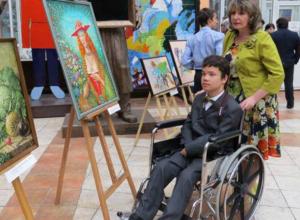 Короткометражный фильм о новочеркасском художнике-инвалиде выпустил благотворительный фонд Исинбаевой