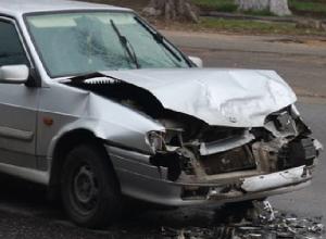 BMW и ВАЗ-2114 столкнулись на улице Спортивной в Новочеркасске