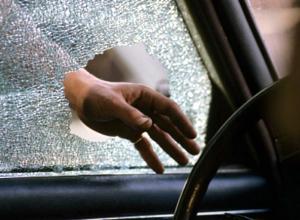 Грабители вытащили сумку с деньгами из иномарки Ford EcoSport в Новочеркасске