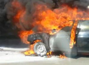 Разгоревшееся пламя уничтожило «Приору» под Новочеркасском
