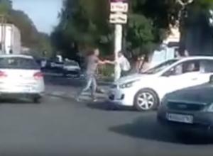 Буйный водитель-хам напал на пешехода в центре Новочеркасска