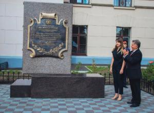 Памятник новочеркасскому политеху открыли около главного корпуса университета