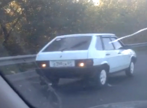 Комичную езду странного автомобиля из Новочеркасска сняли на видео