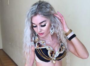 Сексуальный танец блондинки из Новочеркасска на всероссийском фестивале сняли на видео