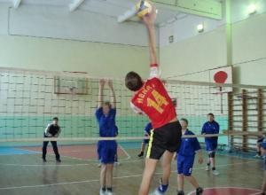 Новочеркасские юноши с подавляющим преимуществом выиграли чемпионат области по волейболу