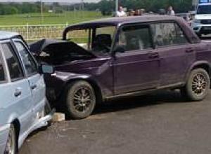 Два человека пострадали в лобовом столкновении на трассе под Новочеркасском