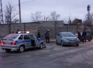 Невнимательный водитель попал в ДТП с полицейской машиной в Новочеркасске