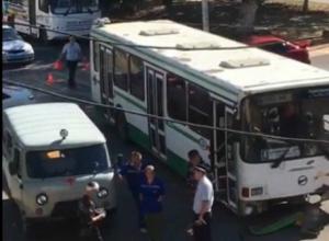 В Новочеркасске пассажирский автобус попал в аварию