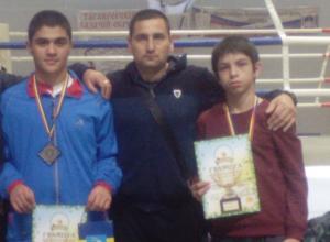 Юные новочеркасские боксеры Кадыр Раджабов и Аршак Хачатрян одержали победы на первенстве Ростовской области
