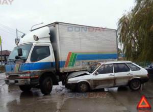 В Новочеркасске «девятка» врезалась в грузовик