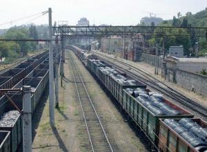 Молодая девушка украла из грузового поезда в Новочеркасске чугунные слитки