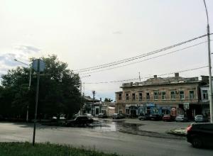 Вышедший из берегов главный городской фонтан затопил центр Новочеркасска