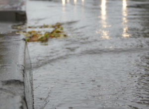 Содержание и ремонт ливнестоков обойдется новочеркасской администрации на 600 тысяч дешевле