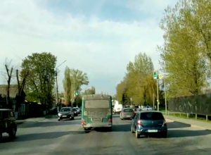 Жительница Новочеркасска пожаловалась на отсутствие пешеходного перехода возле «Ленты»
