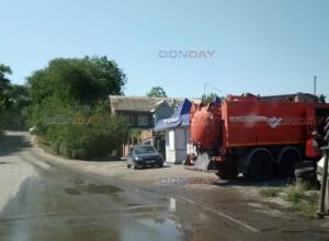 В Новочеркасске охваченную огнем шиномонтажку тушили два пожарных расчета