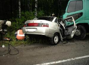 Ехавшие отдыхать воронежцы «страшно» влетели под грузовик рядом с Новочеркасском
