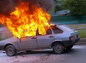 «Файер-шоу» на спуске Герцена: объятая пламенем «девятка» попала на видео