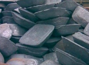 36 чугунных слитков уволокла с железной дороги жительница Новочеркасска