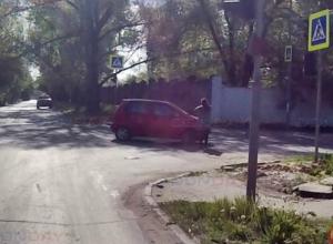 Появился первый пострадавший от ямы на пересечении улиц Бердичевского и Свободы в Новочеркасске