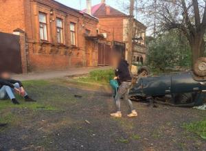 Экстремальный переворот «семерки» на улице Буденновской в Новочеркасске устроил молодой водитель