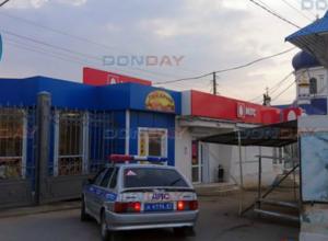 Грабитель в медицинской маске унес пять смартфонов и всю выручку салона сотовой связи в Новочеркасске