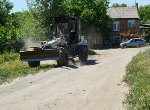 В Новочеркасске на заброшенном пустыре строят детскую площадку