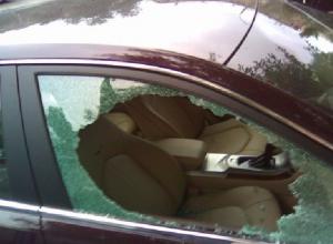 Автоворы под покровом ночи взломали две машины на улице Гвардейской в Новочеркасске