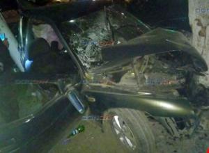 19-летняя автоледи на скорости протаранила столб и дерево в Новочеркасске