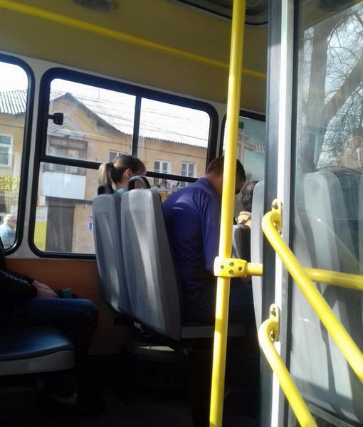 «Я никуда не поеду, пока она не выйдет!»: в Новочеркасске водитель отказался везти инвалида
