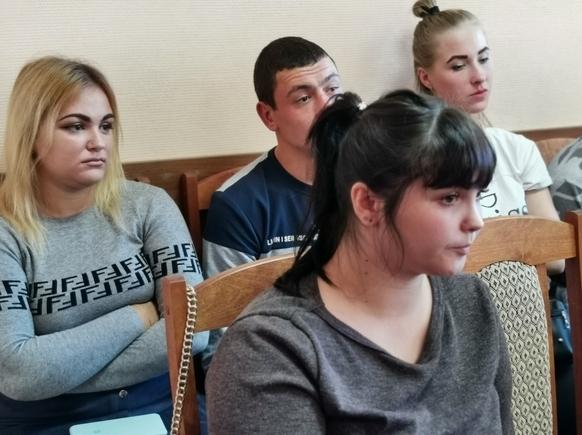 «Дайте нам наши квартиры»: в Новочеркасске дети-сироты вынуждены жить в съемном жилье из-за затянувшегося строительства домов