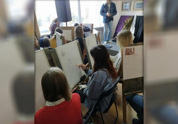 В новочеркасской детской художественной школе открылась «Галерея мастеров»