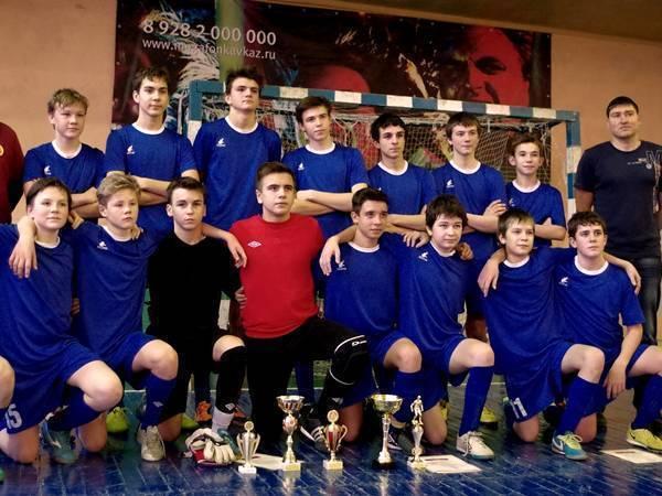 Детская футбольная команда новочеркасского «Митоса» заняла первое место в своей группе