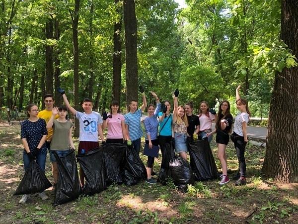 Новочеркасская молодежь очистила от мусора рощу «Красная Весна»