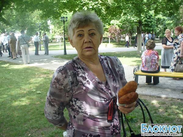 В годовщину новочеркасской трагедии 1962 года собравшихся в сквере Платова угощали пирожками с ливером