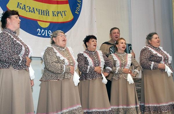 В Новочеркасске казачьи коллективы Дона боролись за место в финале фольклорного фестиваля